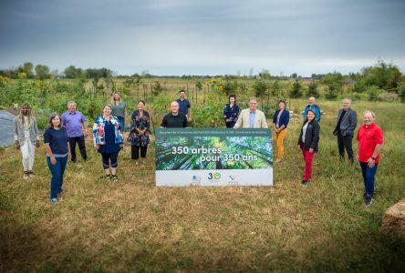 Boucherville et Varennes plantent 350 arbres pour souligner le 350e anniversaire de Varennes