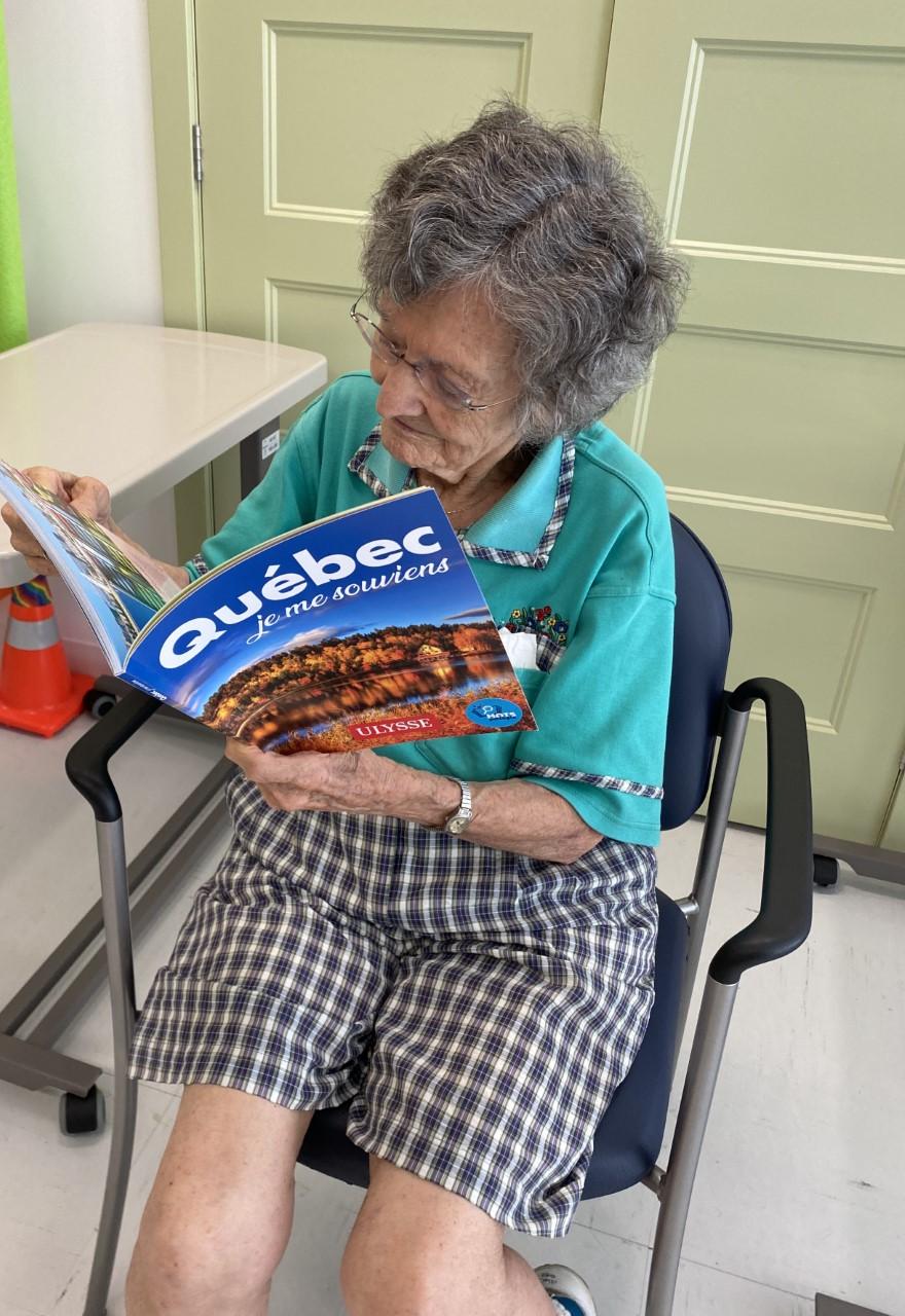 Mots partagés : la bibliothèque se déplace dans les résidences pour personnes aînées