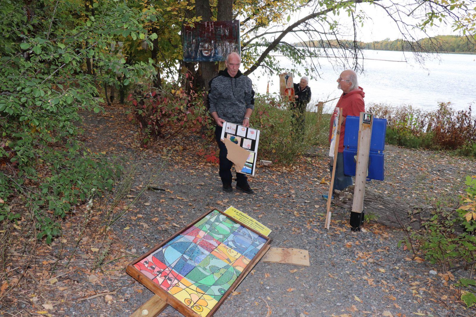 Saccage à la galerie Plein air sur le fleuve