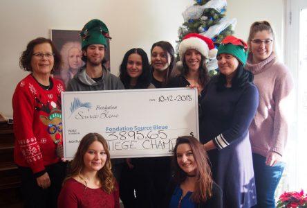 Des étudiants créatifs, dynamiques et généreux remettent un don de 3 895 $ à la Fondation Source Bleue